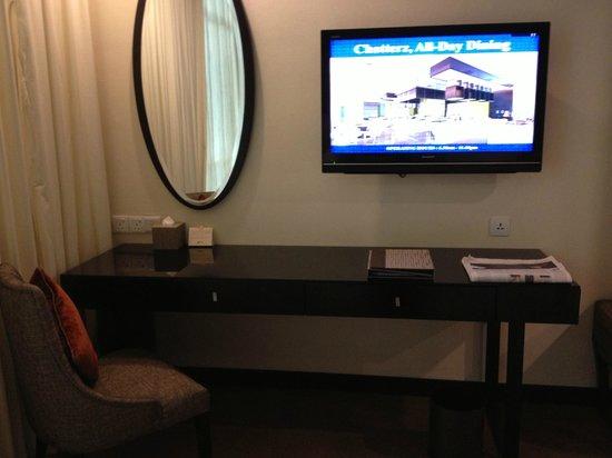 Hatten Hotel Melaka: Writing desk