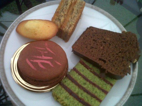 Hotel de Crillon: Selection of cakes 2