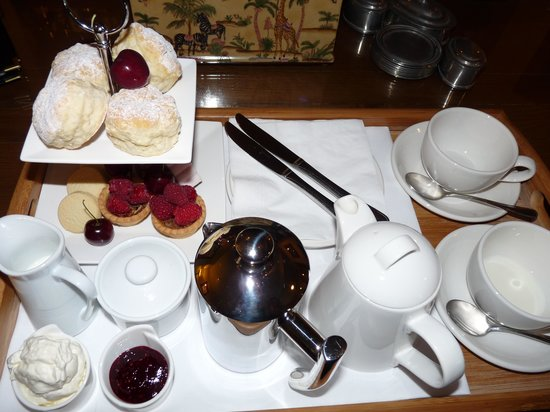 The Dairy Private Hotel: Tea time!