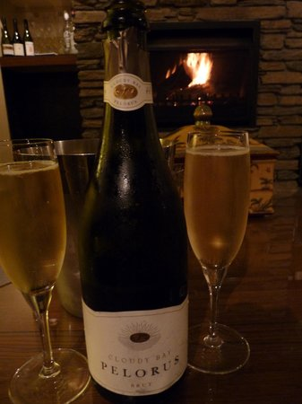 The Dairy Private Hotel: Champagne in front of the fire