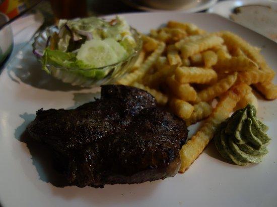 Fatty's: 300gステーキ、ポテト、サラダ付き