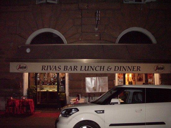 Rivas Bar Di Pirrone: tres bon petit resto avec des proprio tres sympa.,