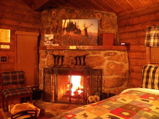 High Country Lodge: Cabin Fireplace