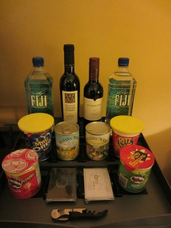 The Georgian Hotel: Mini bar snacks