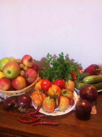 Tre Madonne del Lago: Obst und Gemüse vom Biomarkt in Sienna (Ortseingang).