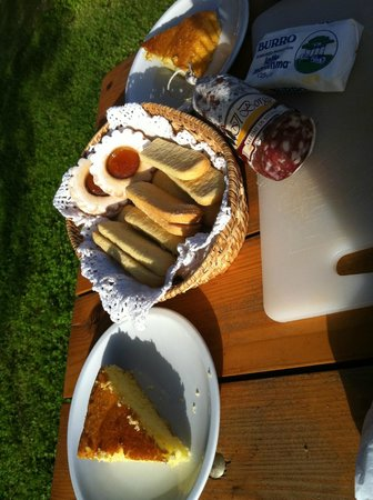 Tre Madonne del Lago: Das süsse- herzhaft ergänzte Frühstück.