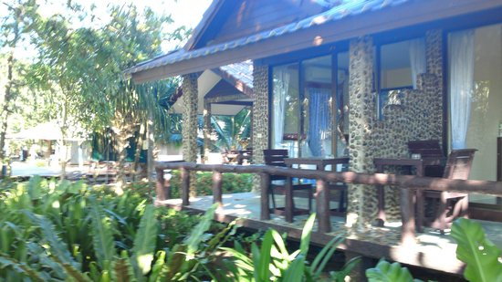 Nang Nual Beach Resort: bungalow