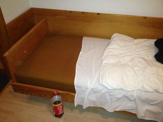 Budai Sport Hotel:                   The bedding was short