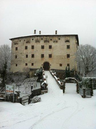Castel Katzenzungen im Winter/ in inverno