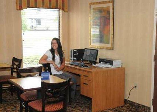 Hampton Inn - Douglas: Hampton Inn Douglas Business Center