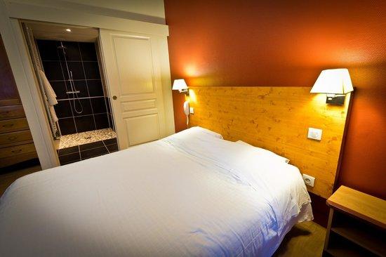 Hotel Les Edelweiss : chambre handicapé :lit 160*200 classement bain