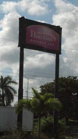 Hollywood Gateway Inn: Hollywood Inn sign