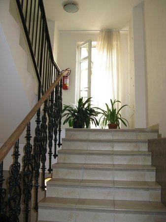 Aparthotel Na Belidle : лестница