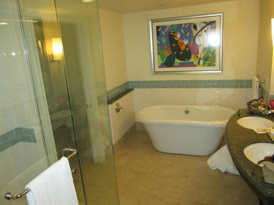 Parc Soleil by Hilton Grand Vacations : bathroom