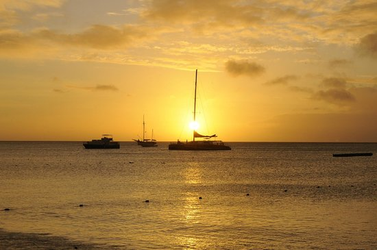 Occidental Grand Aruba All Inclusive Resort: sunset from beach