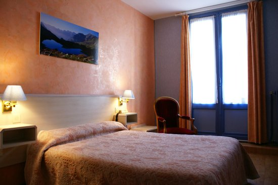 Hotel Les Edelweiss : Chambre grand lit , bain, WC, terrasse