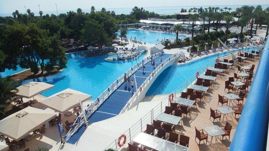 Titanic Beach Lara Hotel: une partie de la piscine