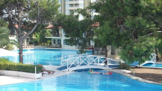 Titanic Beach Lara Hotel: coin calme piscine