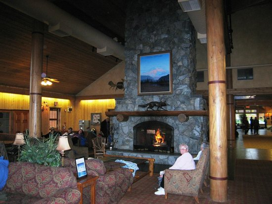 Mt. McKinley Princess Wilderness Lodge: Great room and fireplace