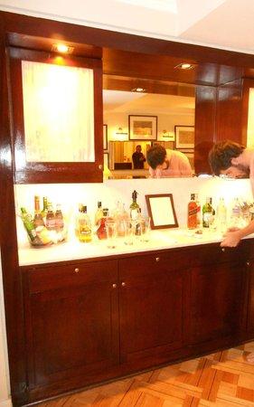 Le Reve Hotel Boutique: Honesty Bar