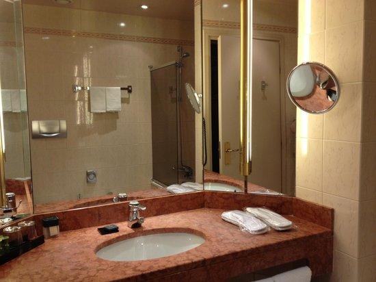 Hotel Cerretani Firenze - MGallery Collection: Salle de bains