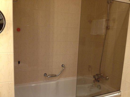 Hotel Cerretani Firenze - MGallery Collection: Baignoire avec douche