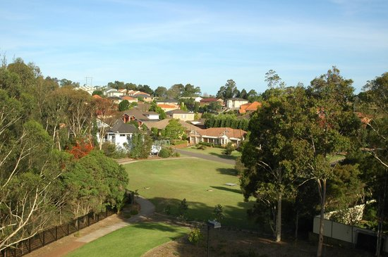 Baulkham Hills, ออสเตรเลีย: View from the balcony of the apartment