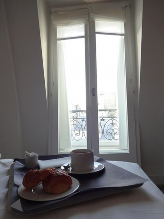 Hôtel Le A: Breakfast in bed