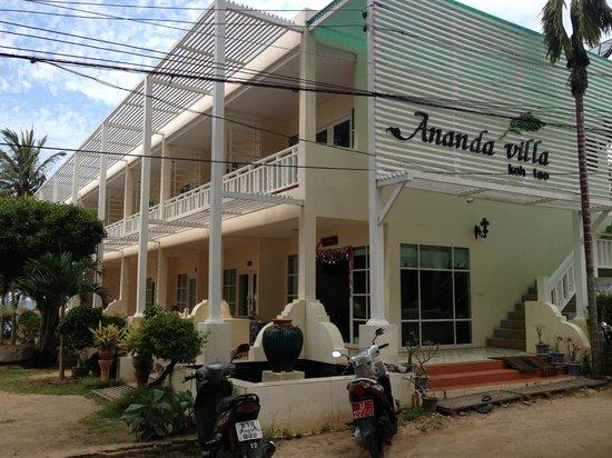 آناندا فيلا: Main building