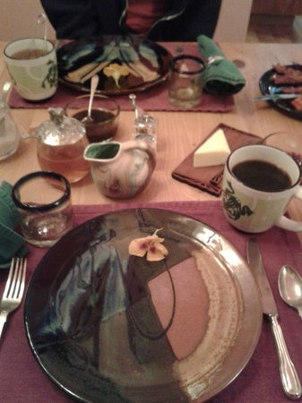 Tree Frog Night Inn: Beautiful Breakfast Setup