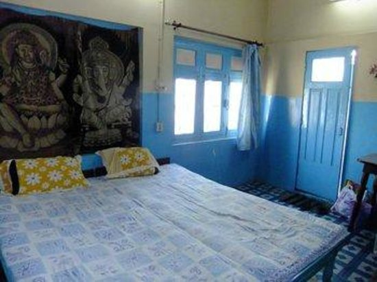 Friends Guest House : Bright room