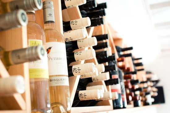 Waves Bar and Restaurant: Wonderful wine selection