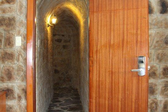 Hotel La Circasiana: ingreso a las habitaciones de las cuevas