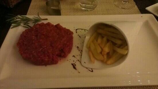L'Escapade: tartare de bœuf au couteau