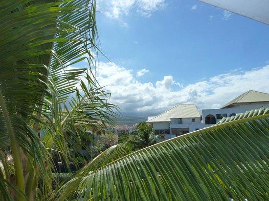 Residence Tropic Appart'hotel: vue côté montagne (parking) de la terrasse du duplex
