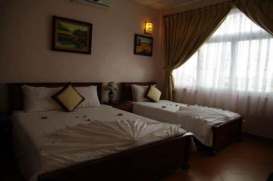 Holiday Diamond Hotel: Chambre avec baie côté ruelle