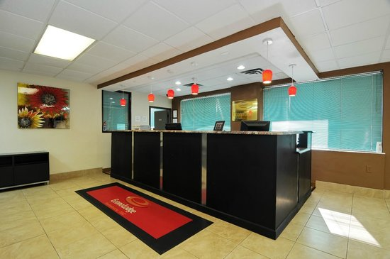 Econo Lodge Salisbury: Front Desk