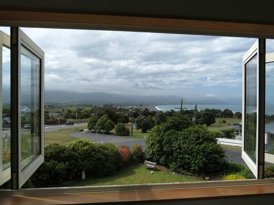 Nikau Lodge: View from the dolphin room