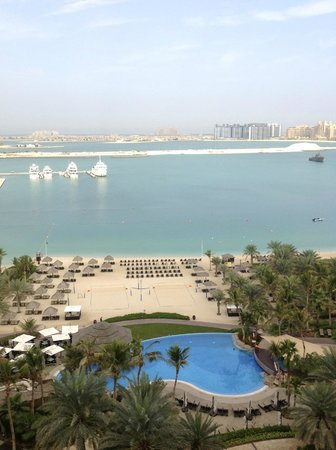 Le Meridien Mina Seyahi Beach Resort and Marina: View from 9th Floor room 906