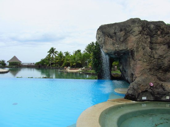 InterContinental Tahiti Resort & Spa: The infinity pool and waterfall