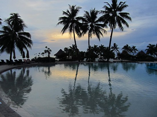 InterContinental Tahiti Resort & Spa: Sunset as seen from the lobby