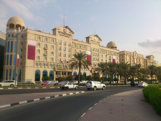 Wyndham Grand Regency Doha: Front of hotel