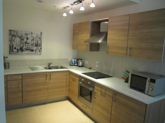 Olympic House Apartments: Kitchen