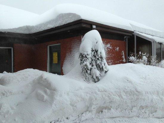 Best Western Hotel St. Jerome : fluffy snow
