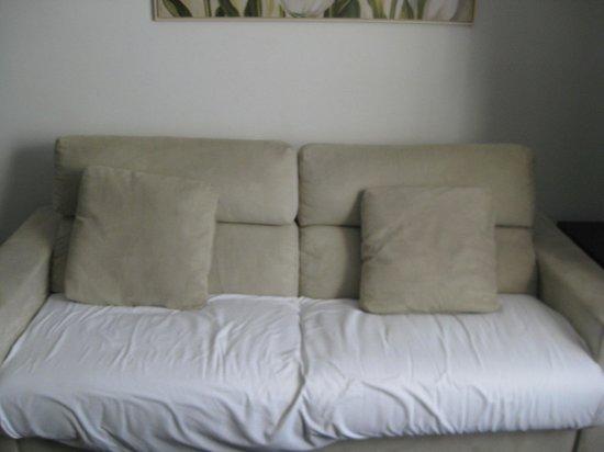 Pueblo Acantilado Suites: solución al sofá sucio