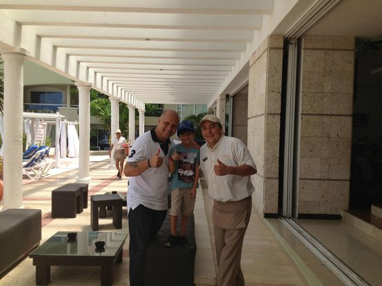 Gran Caribe Resort: Lovely friendly staff, Lugo from Sunset Grill.