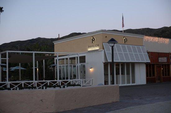 Pavilion Hotel: Hotel Entrance