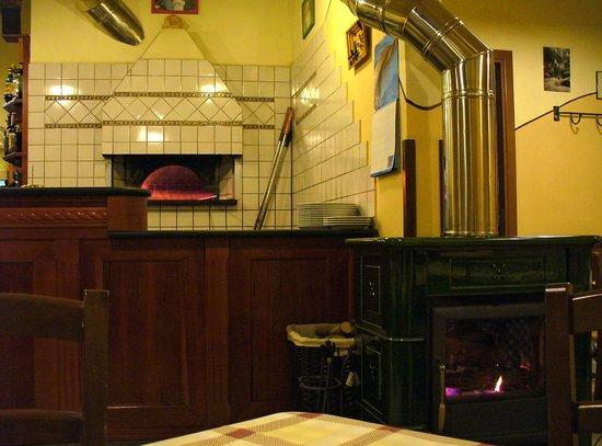 Pizzeria Lo Sghello: Il forno e la stufa