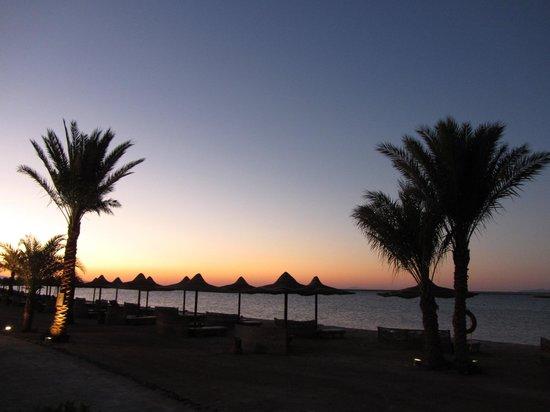 Tirana Dahab Resort: la plage au lever du jour