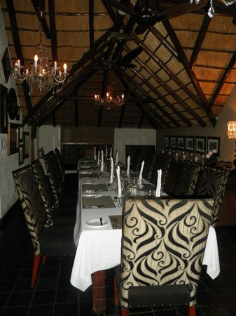 Tshukudu Bush Lodge: MAin dinning area